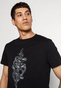 Just Cavalli - SNAKE - T-shirt con stampa - black - 3
