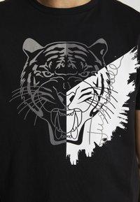 Just Cavalli - TIGER - Print T-shirt - black - 5