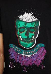 Just Cavalli - COLOUR SKULL - Print T-shirt - black - 5