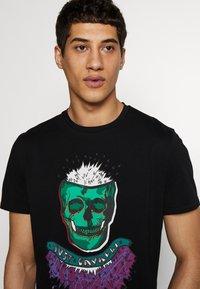 Just Cavalli - COLOUR SKULL - Print T-shirt - black - 3