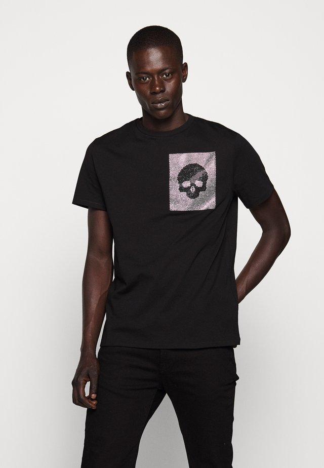 SPARKLY SKULL - T-shirt z nadrukiem - black