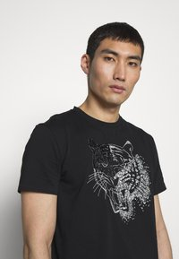 Just Cavalli - SPARKLY TIGER - Print T-shirt - black - 3