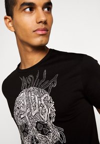 Just Cavalli - T-shirt con stampa - black - 5