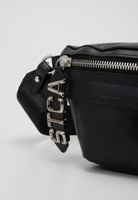 Just Cavalli - BAND WITH A CONTRAST LOGO - Ledvinka - black - 3