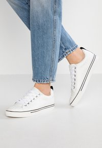 Juicy by Juicy Couture - CHRISTY - Sneaker low - bleached bone - 0