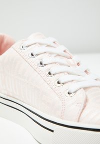 Juicy by Juicy Couture - CHRISTY - Sneaker low - baby pink/bleached bone - 2