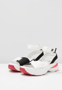 Juicy by Juicy Couture - BENEDETTE - Plateausandalette - bleached bone/pitch black - 4