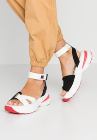 Juicy by Juicy Couture - BENEDETTE - Plateausandalette - bleached bone/pitch black - 0