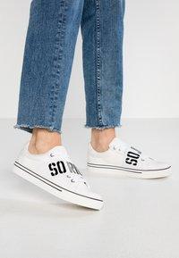Juicy by Juicy Couture - CLORINDA - Sneaker low - bleached bone - 0