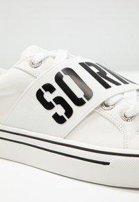 Juicy by Juicy Couture - CLORINDA - Sneaker low - bleached bone - 2
