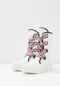 Juicy by Juicy Couture - DILETTA - Plateaustiefel - bleached bone - 4
