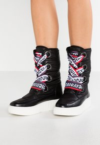 Juicy by Juicy Couture - DILETTA - Plateaustiefel - pitch black - 0