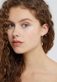 Julie Sandlau - BAMBOO LEAF SINGLE EARRING - Ohrringe - gold-coloured - 1