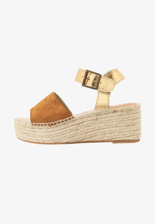 PLATFORM  - Loafers - cognac/gold