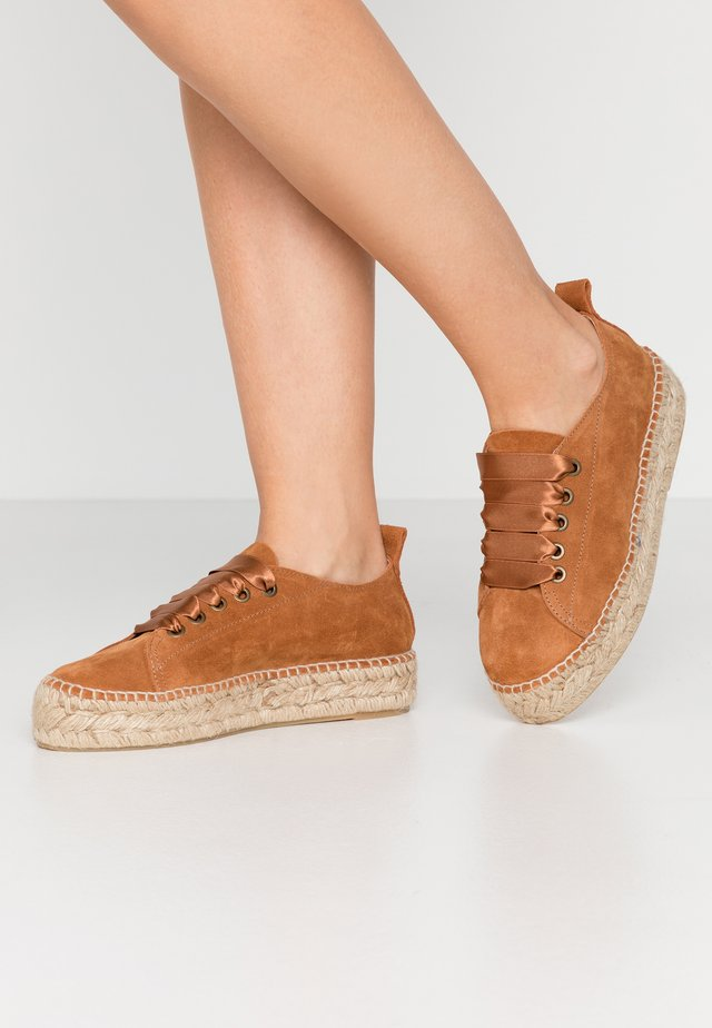 Loafers - brandy