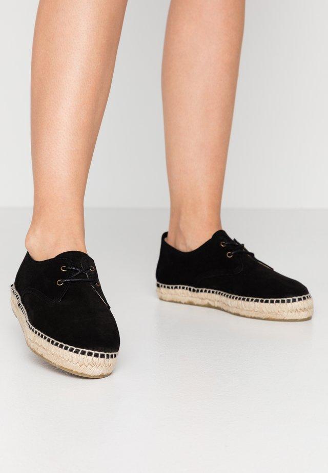 CLASSIC AUTE - Loafers - black