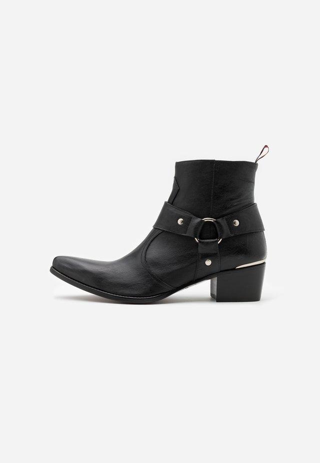 SIXX WESTERN BUCKLE - Cowboy/biker ankle boot - bulldog black