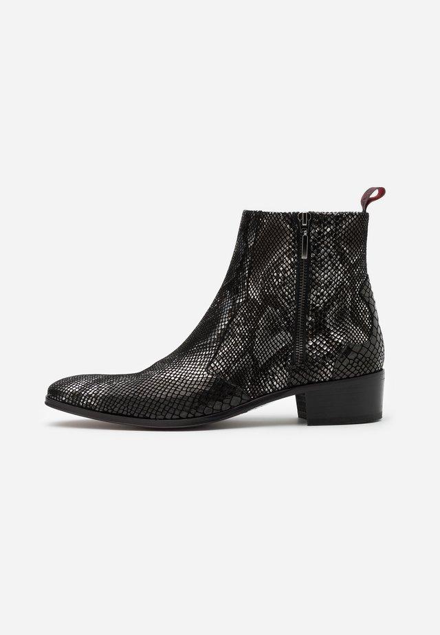 CARLITO CHELSEA - Cowboy/biker ankle boot - creek black
