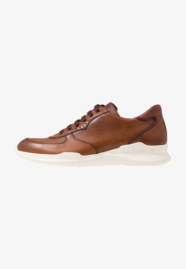 ROMEO RUNNER - Sneakersy niskie - castano