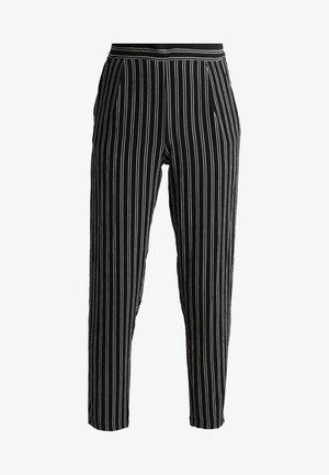 JDYHERO PANT - Pantalones - black/cloud dancer