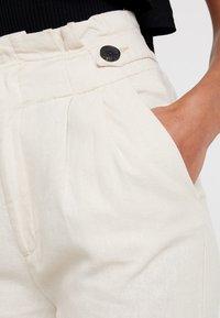JDY - JDYAMBER HIGH PAPERWAIST - Spodnie materiałowe - sandshell - 5