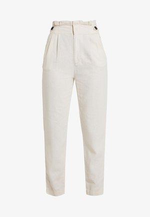 JDYAMBER HIGH PAPERWAIST - Spodnie materiałowe - sandshell