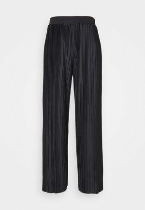 JDYGAYEL PLEATED PANT - Spodnie materiałowe - black