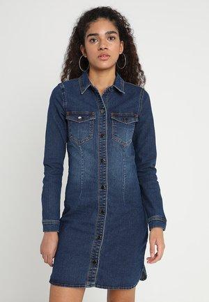 JDYSANNA DRESS - Denimové šaty - medium blue denim