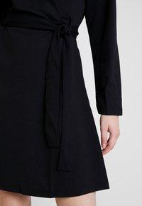 JDY - MIT LANGEN ÄRMELN DETAILREICHES - Jerseyklänning - black - 5