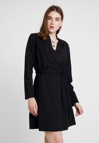 JDY - MIT LANGEN ÄRMELN DETAILREICHES - Jerseyklänning - black - 0