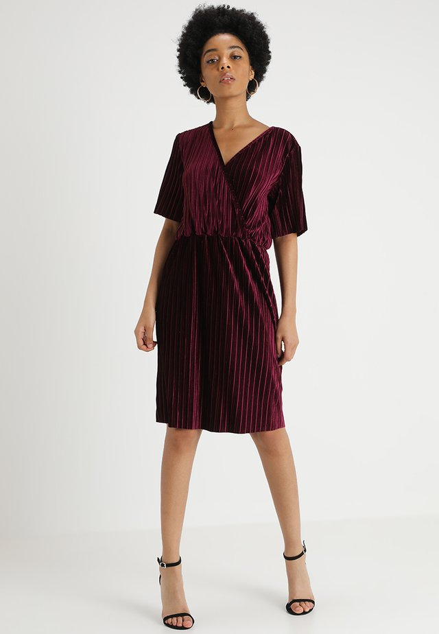 JDYANNA MARIA PLEATED DRESS - Hverdagskjoler - windsor wine