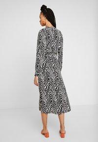 JDY - JDYSNAKEY LONG DRESS  - Robe d'été - black/white - 3