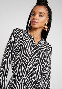 JDY - JDYSNAKEY LONG DRESS  - Robe d'été - black/white - 4