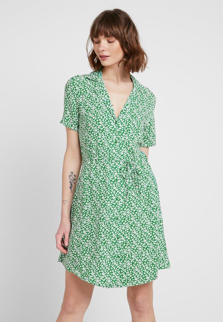 JDY - JDYSTAR DRESS - Skjortekjole - medium green/cloud dancer