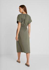 JDY - JDYPERNILLE DRESS - Žerzejové šaty - kalamata - 3