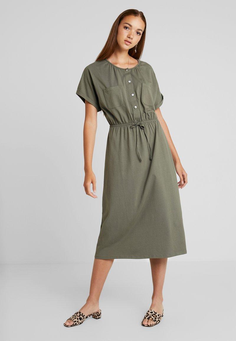 JDY - JDYPERNILLE DRESS - Žerzejové šaty - kalamata