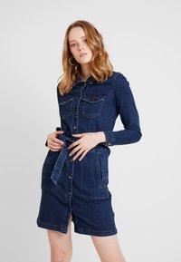 JDY - JDYSANNA SHIRT DRESS - Denimové šaty - dark blue denim - 0