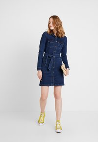 JDY - JDYSANNA SHIRT DRESS - Denimové šaty - dark blue denim - 2