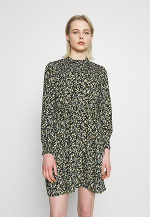 JDYNIKKY SMOCK DRESS - Denní šaty - black/yellow