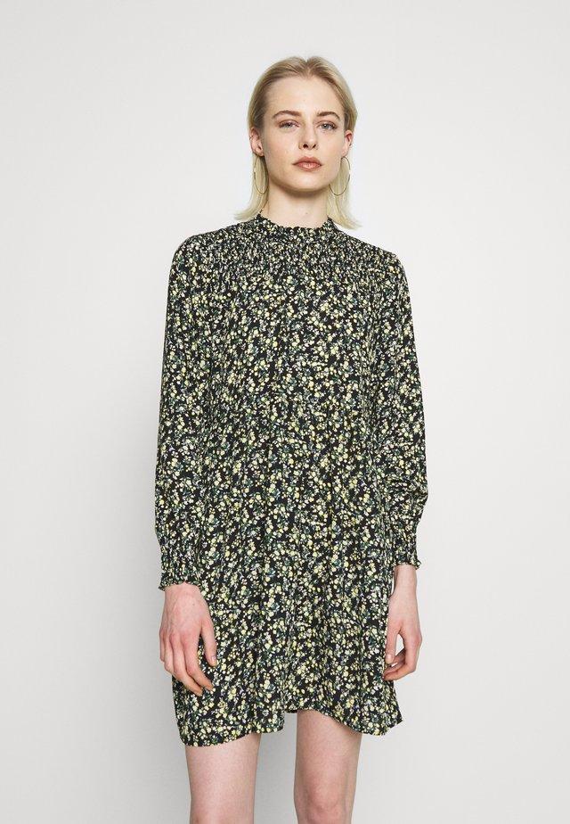 JDYNIKKY SMOCK DRESS - Hverdagskjoler - black/yellow