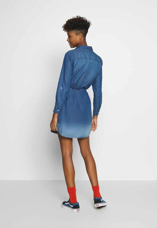 JDYBILL SHIRT DRESS  - Spijkerjurk - medium blue