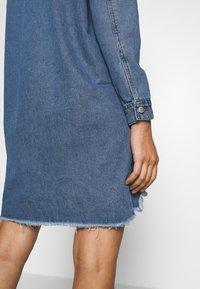 JDY - JDYSANSA DRESS RAW  - Dongerikjole - medium blue denim - 3