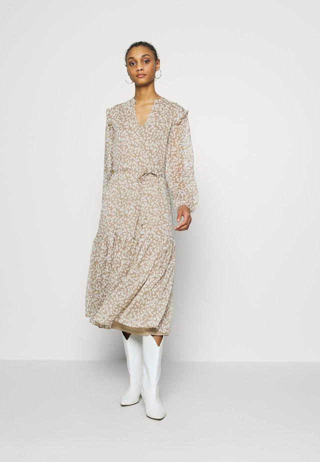 JDYRUFUS DRESS - Sukienka letnia - silver mink/cloud dancer