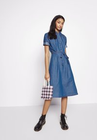 JDY - JDYROGER - Sukienka jeansowa - medium blue denim - 1