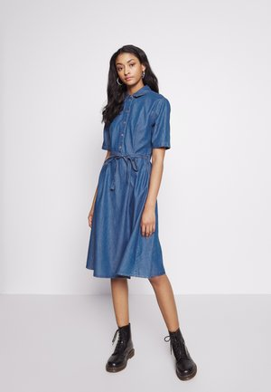 JDYROGER BELOW KNEE SHIRT DRESS - Vestito di jeans - medium blue denim