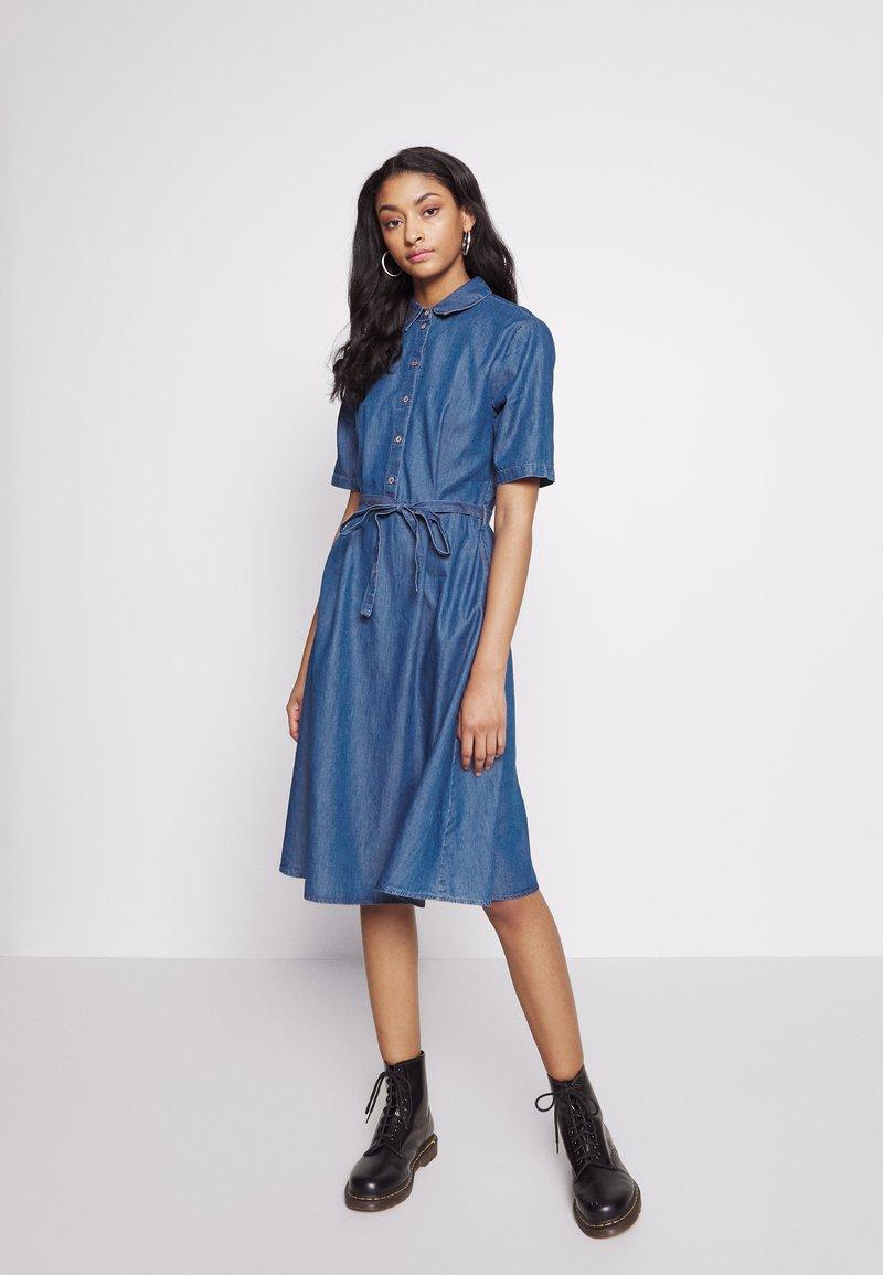 JDY - JDYROGER - Sukienka jeansowa - medium blue denim