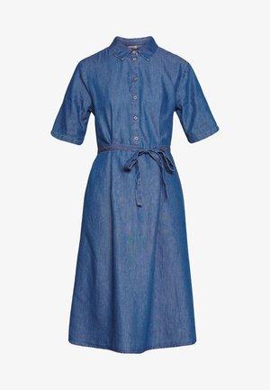 JDYROGER BELOW KNEE SHIRT DRESS - Denim dress - medium blue denim