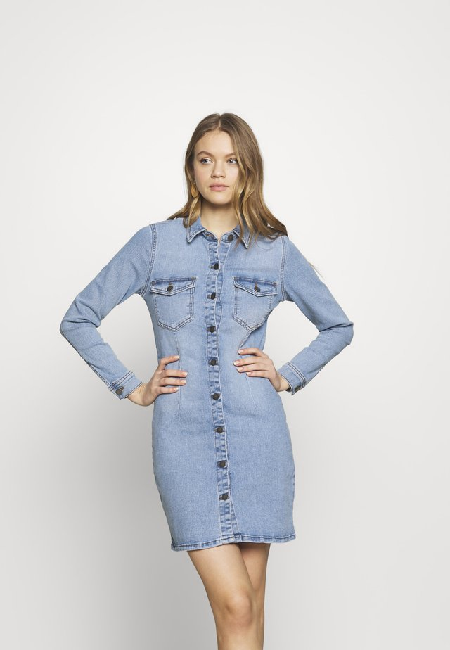 JDYSANNA DRESS LIGHT BLUE DNM - Spijkerjurk - light blue