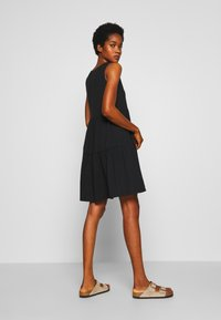 JDY - JDYFENNA LIFE V NECK DRESS - Robe en jersey - black - 2