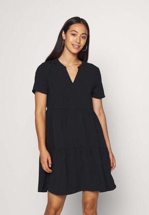 JDYLION LAYER DRESS - Denní šaty - black